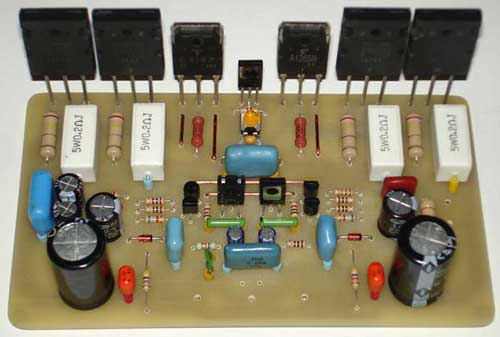 На фото резисторы R1 и R2 на 0